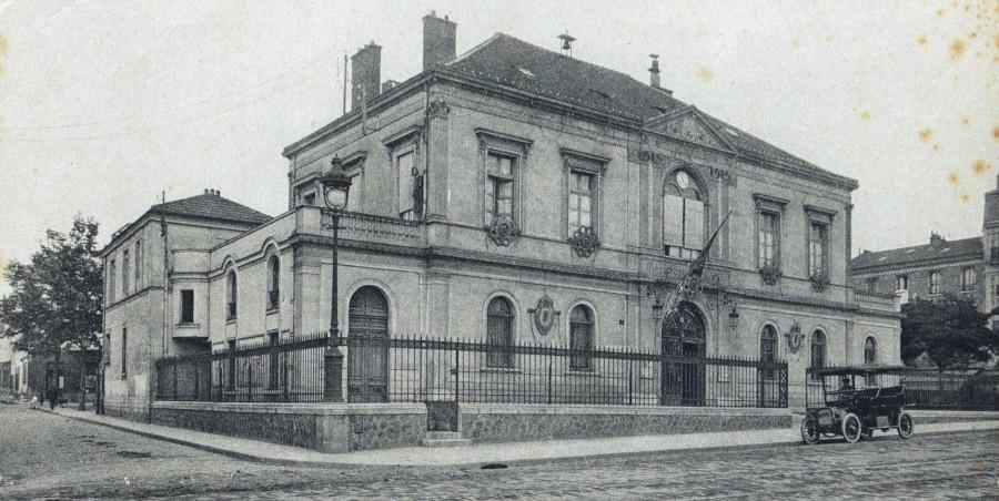 Carte postale ancienne: Hôtel de Ville de Puteaux depuis l'esplanade, milieu du XXe siècle, AMP, 2Fi327.